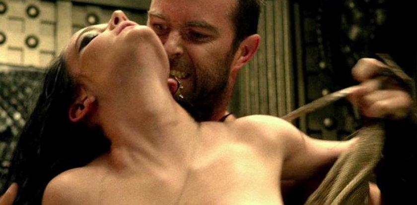 Dziewczyna Bonda rozpala piersiami