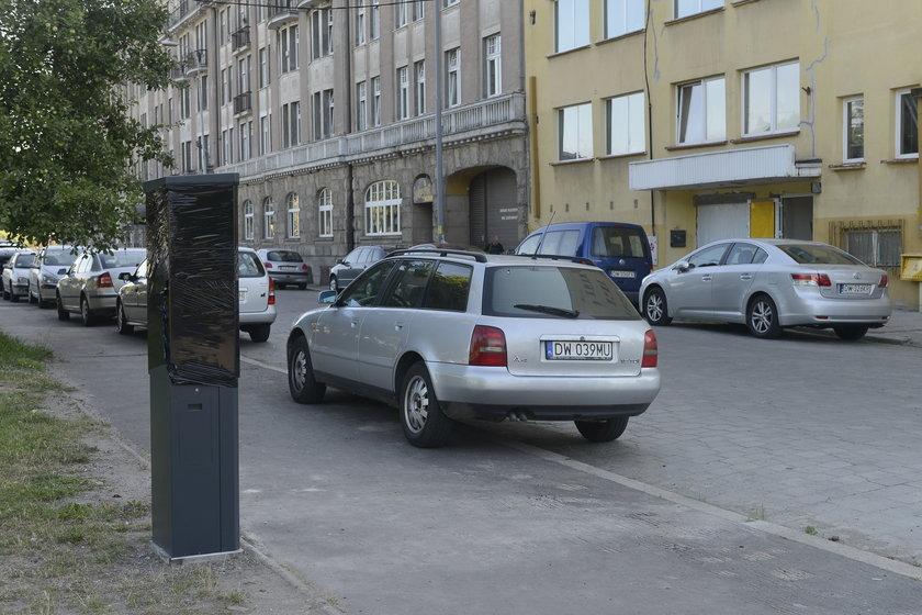 Parkomaty już stoją pod Urzędem Marszałkowskim