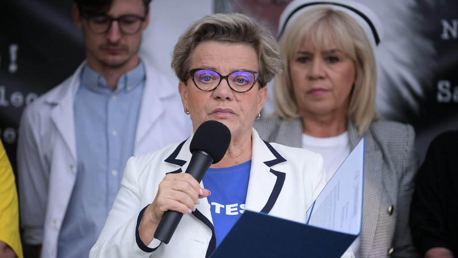 Protest medyków trwa przed kancelarią premiera
