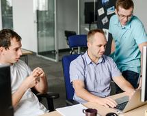 Programiści powinni współpracować z designerami, by rozumieć potrzeby użytkowników - przekonuje Grzegorz Kapusta