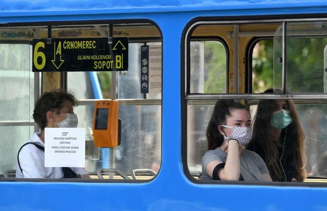 Maske se nose u javnom prevozu