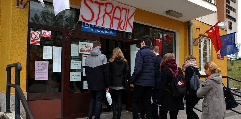 Nauczyciele znowu dostaną po kieszeniach za ubiegłoroczny strajk