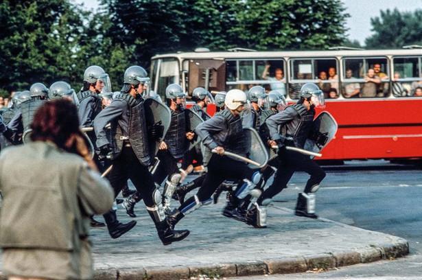 Po wyborach 1989. Anty-Jaruzelskie demonstracje Plac 3 Krzyży, 30.06.1989 / Fot. Chris Niedenthal