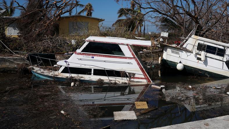 Trudności w sprzątaniu po huraganach w USA