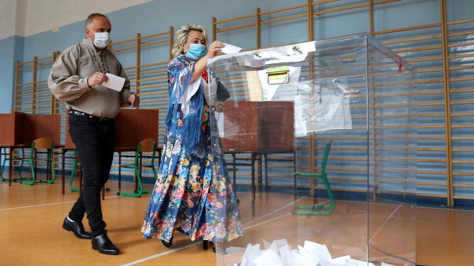 Sondaż Ipsos: Duda 51 proc., Trzaskowski 49 proc.