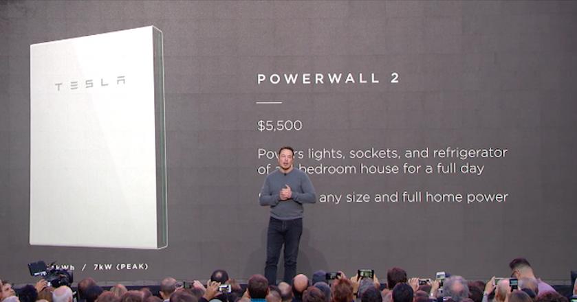 Powerwall Tesli to litowo-jonowa bateria, którą można zamontować na ścianie lub na podłodze w domu. Panasonic buduje ogniwa Powerwalla, a Tesla zajmuje się konstrukcją modułu akumulatorowego i opakowania.