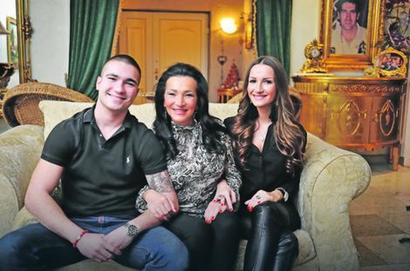Mirko Šijan sa majkom i sestrom