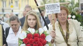"""Mozil wynosi z kościoła wywiady z Marysią Sokołowską; Płaczące jurorki """"X Factora"""" - flesz muzyczny"""