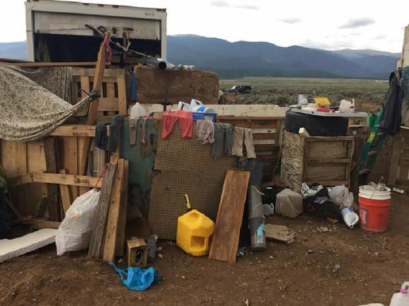 Deca držana u prljavštini