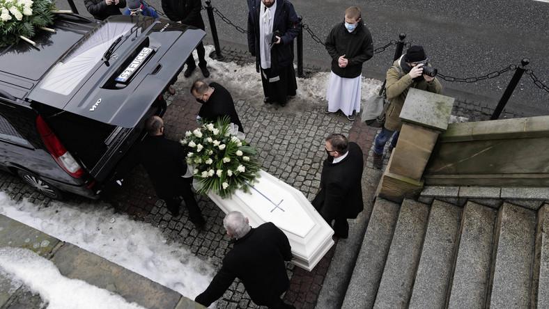Uroczystości pogrzebowe 13-letniej Patrycji z Bytomia w Bazylice NMP w Piekarach Śląskich,