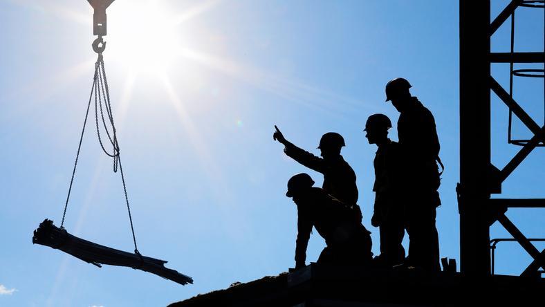 Ukraińcy zazwyczaj przyjmowani są do pracy w sektorach budownictwa oraz transportu i gospodarki magazynowej