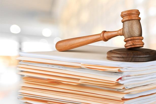 KRS zaopiniowała resortowy projekt pozytywnie, ale wskazuje, że minimalna płaca asystentów sędziów powinna zostać ustalona na poziomie 4 tys. zł.