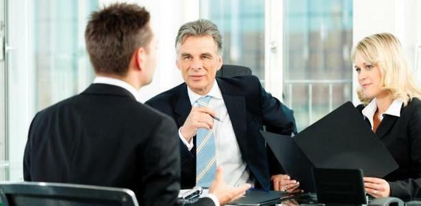 Eksperci zwracają uwagę na rolę efektywnego kształcenia i wagę pracy doradców zawodowych.
