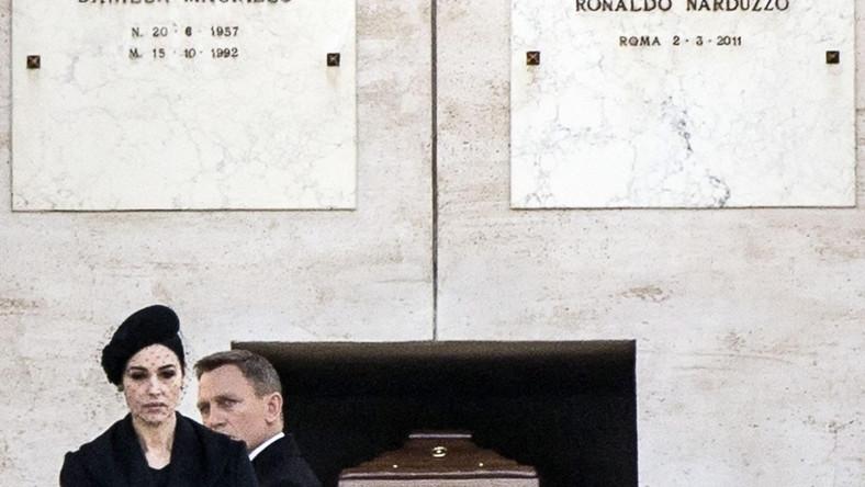 """Po zdjęciach w austriackich Alpach, twórcy 24. filmu o agencie 007, """"Spectre"""", przenieśli się do stolicy Włoch. Władze Rzymu pokrzyżowały nieco plany filmowców –nie wydały zezwolenia na filmowanie planowego na ulicach Wiecznego Miasta pościgu, w obawie, że pędzące samochody mogłyby uszkodzić zabytki"""