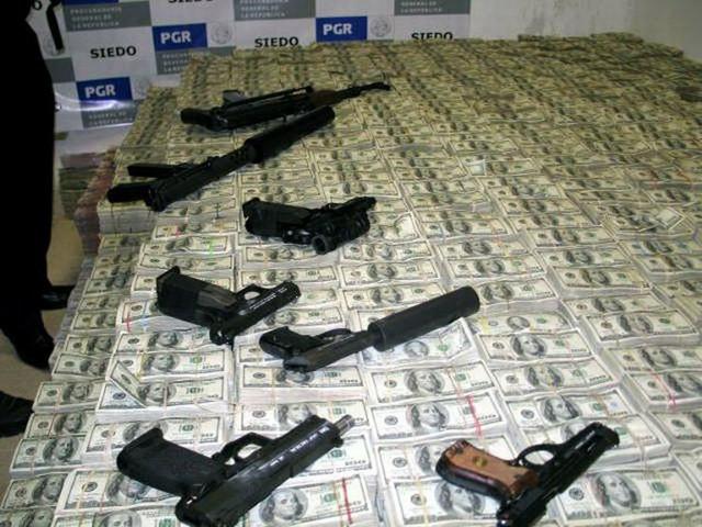 Pored novca, zaplenjene su i razne vrste oružja