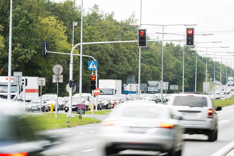 Czerwone światło na skrzyżowaniu