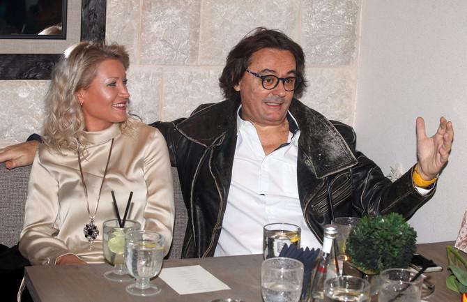 Sanja Ilić sa suprugom Tanjom 2017. na otvaranju restorana Elene Karaman Karić u Beogradu