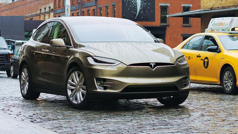 Tesla Model X - skrzydalty ekoanioł