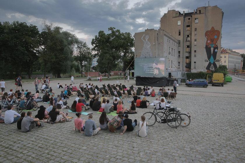 Kino plenerowe na Wyspie Słodowej