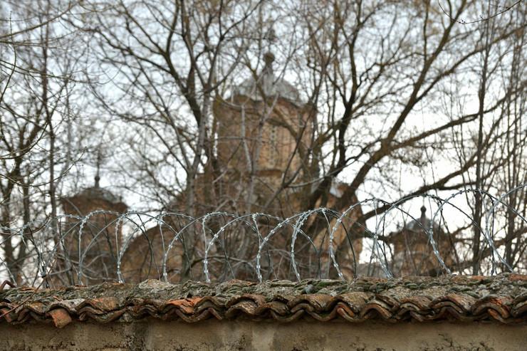 Gračanica iza žičane ograde