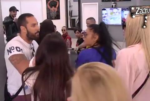 """Pala krv u """"Zadruzi"""": Jovica posekao Doroteu, zamalo istukao Brendona! VIDEO"""