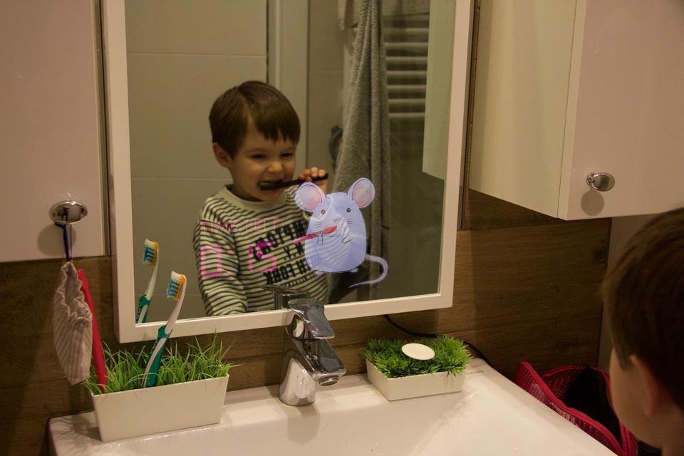 Lustro, które pokaże dziecku, jak myć zęby i przypilnuje czasu szczotkowania?
