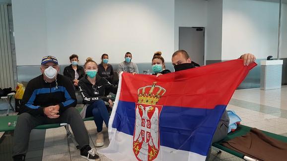 Srpski državljani na aerodromu u Budimpešti