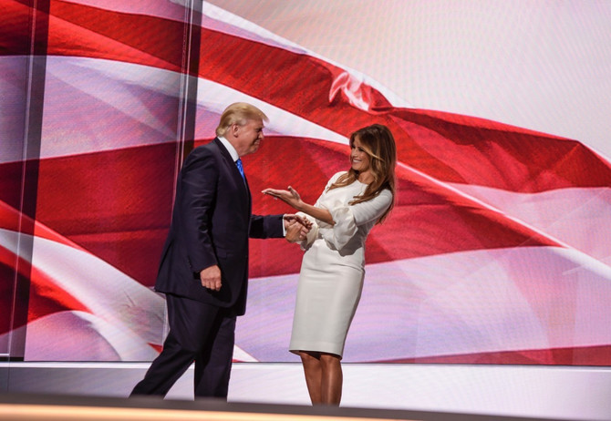 Melanija u haljini Roksande Ilinčić sa suprugom Donaldom Trampom