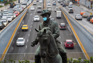 Główne grzechy światowych rządzących. Dlaczego władze tak nieporadnie walczą z pandemią?