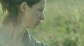 """Reżyserka """"Dzikich róż"""": Lubię oglądać filmy, które zadają mi trudne pytania"""