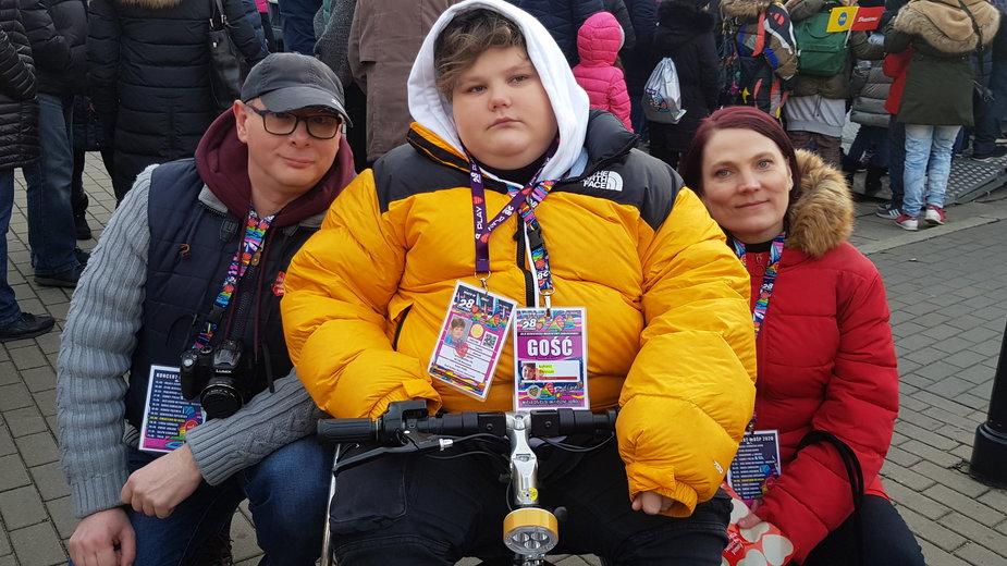 Łukasz Berezak, wraz z rodzicami, kwestuje w tym roku w Warszawie