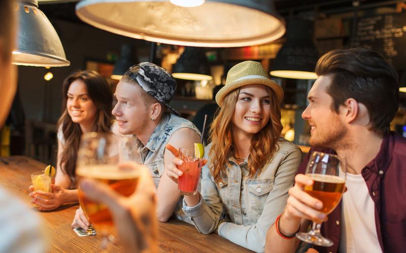 porady randkowe od barmanów