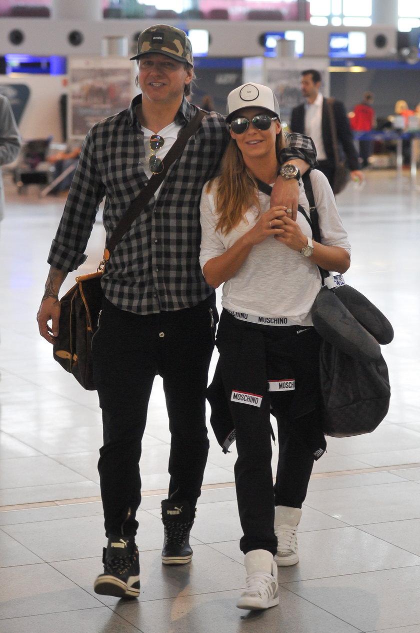 Małgorzata Rozenek i Radosław Majdan na lotnisku
