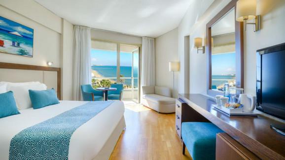 Sobe hotela Golden Bay Beach 5*