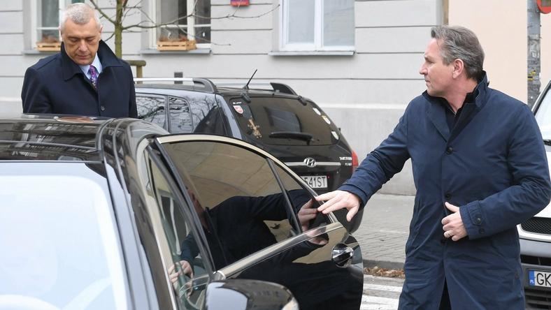Biznesmen Gerald Birgfellner i jego pełnomocnik mecenas Roman Giertych w drodze do warszawskiej Prokuratury Okręgowej. 13 marca 2019 r.