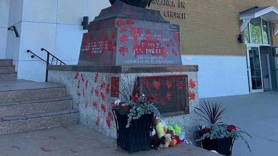 Pomnik Jana Pawła II w Edmonton