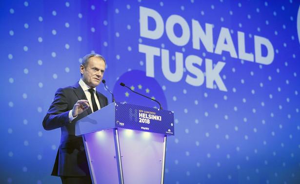 """Według Kwaśniewskiego Tusk swą """"aktywnością buduje sam sobie pułapkę, dlatego że wzbudza duże oczekiwania społeczne""""."""