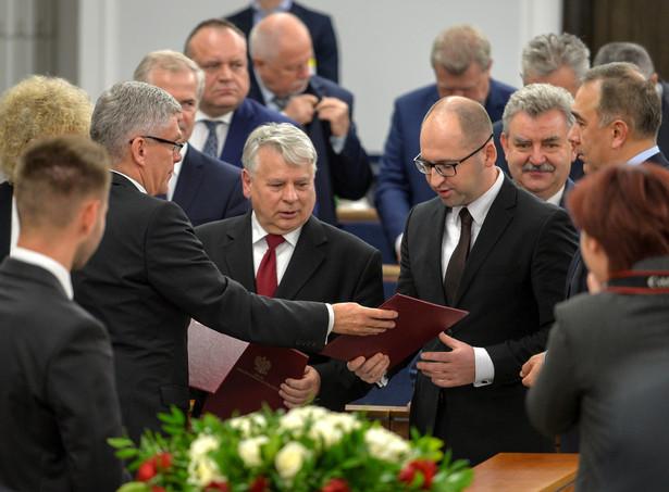 Senator z Prawa i Sprawiedliwości Adam Bielan oraz senator z Platformy Obywatelskiej Bogdan Borusewicz , PAP/Marcin Obara