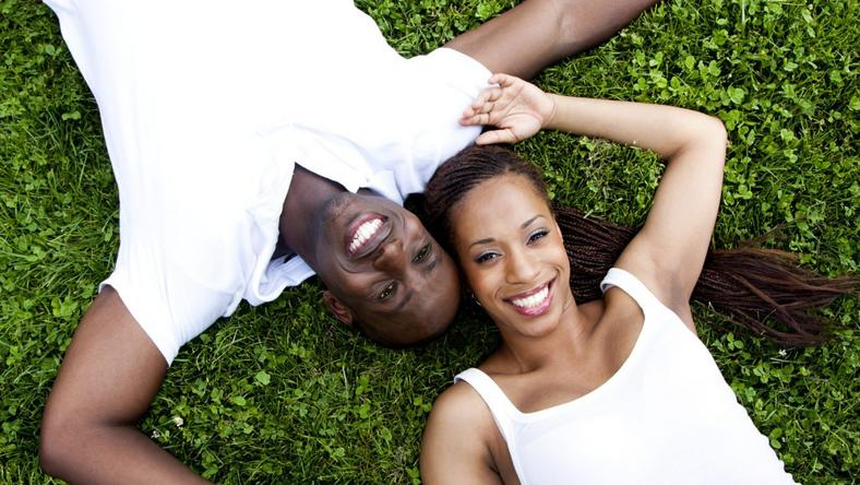 ___9200107___2018___12___14___14___African-American-Couple-in-White-on-Grass