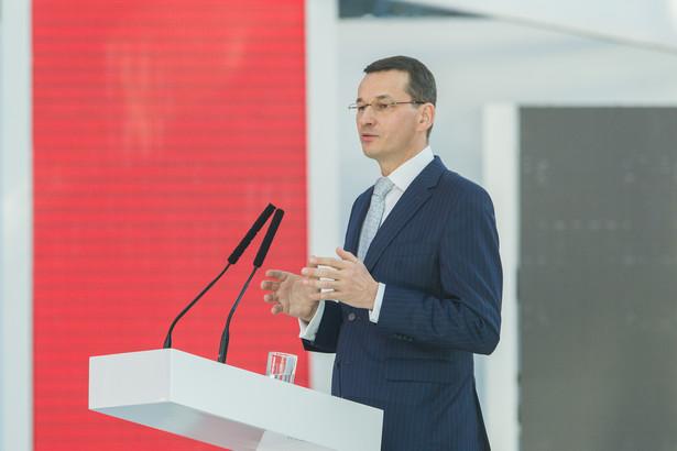 Morawiecki tłumaczył dziennikarzom, że kolejny pakiet, nad którym Rada Ministrów będzie obradować już na najbliższym posiedzeniu, dotyczy usprawnień w zakresie Kodeksu postępowania administracyjnego i tzw. pakietu wierzycielskiego.