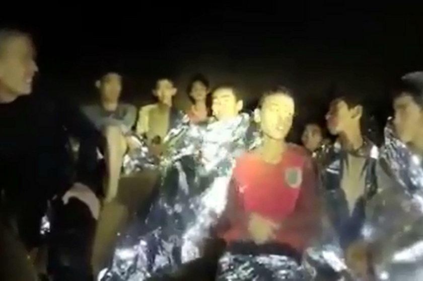 Uwięziona w tajlandzkiej jaskini drużyna piłkarska