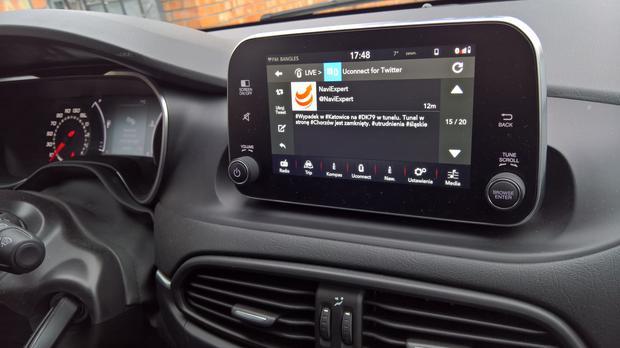 Fiat Uconnect Nav. Twitter w radiu samochodowym