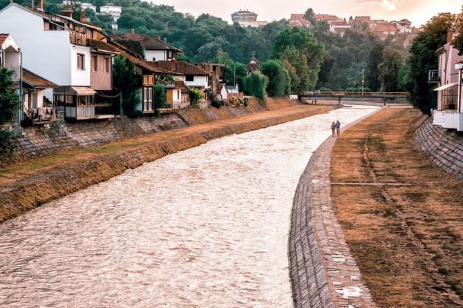 Kroz grad protiče Kolubara, a reka Gradac daje najčistiju vodu za piće