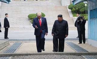 Trump jako pierwszy urzędujący prezydent USA przekroczył granicę z Koreą Płn.