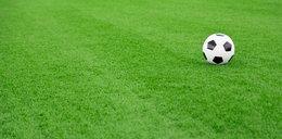 """Euro 2020. Piłka """"wjechała"""" na murawę... samochodem"""