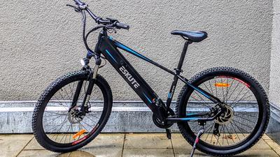 E-Mountainbikes um die 1000 Euro: Darauf gilt es bei billigen E-MTBs zu achten