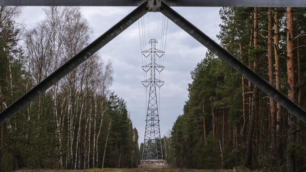Wieża sieci wysokiego napięcia