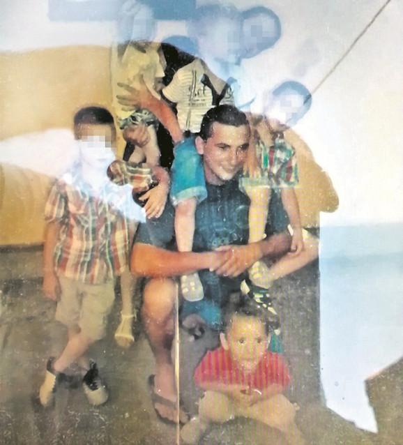 Vladica Rajković sa decom na rođendanu