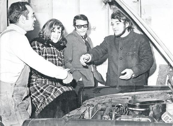 Dragiša, Ružica Sokić, Bora Todorović i Milić u radionici