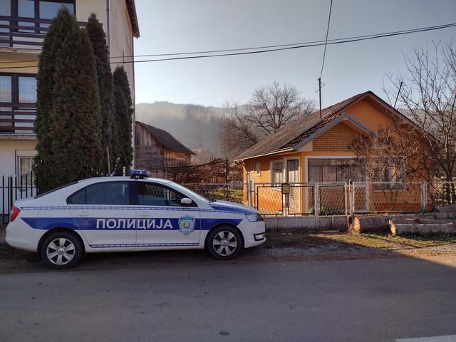 Policija je i danas dežurala ispred kuće ubijenog Save Krstića u Donjem Dušniku